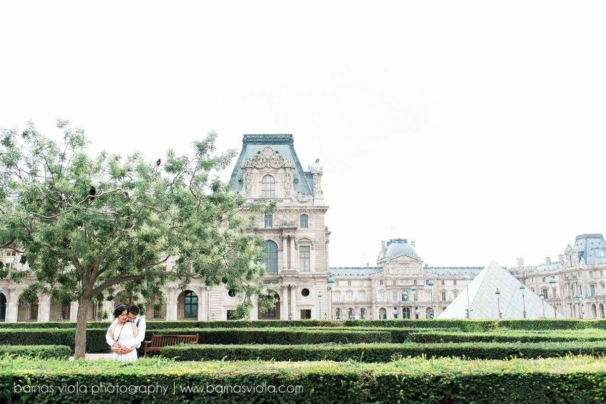 bride at louvre paris wedding engagement photography